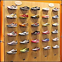 solo slat display for sporting goods stores 200 5