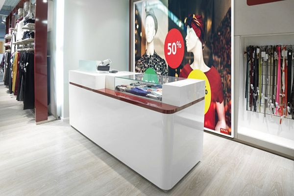 retail-counter-and-showcase-gallery-051682B049-EAFD-21B8-3E92-6243FD2585AE.jpg