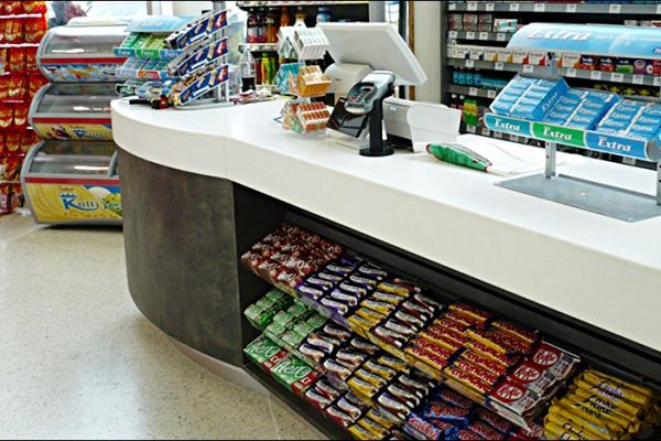 retail-custom-showcases-and-wrap-counters-007B187C113-2CE1-F8EB-DDF7-5B48EB22F567.jpg