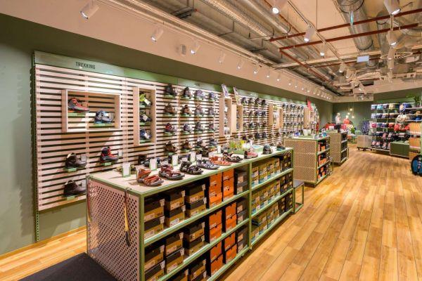 outdoor-shoe-displays78DF443B-6AA7-B01C-7949-FC6D5E88FBC6.jpg