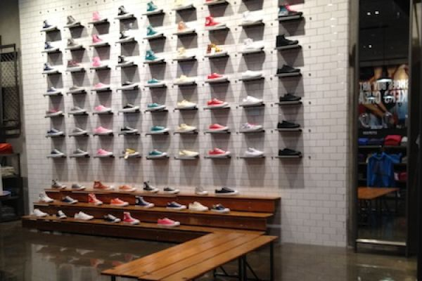 retail-shoe-gallery-displays-and-design-05650F301AD-4B80-9C25-5010-75BC97AE92DE.jpg