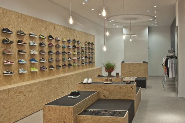 retail-shoe-gallery-displays-and-design-060FF6378C7-E72C-F3AA-D34F-B455FB69B498.jpg