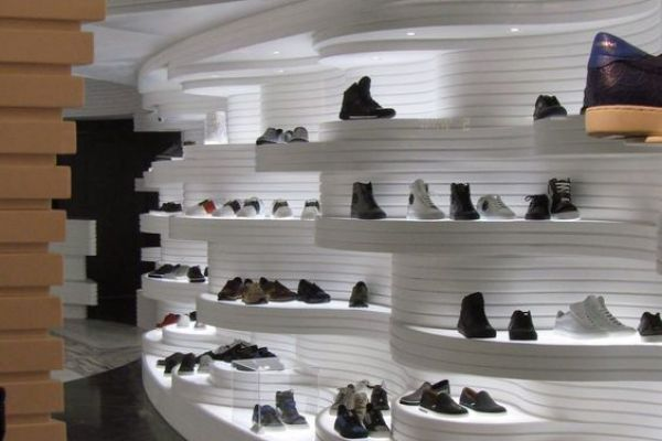 retail-shoe-gallery-displays-and-design-0639FDE1B7D-0AA3-2536-C044-15822808086D.jpg