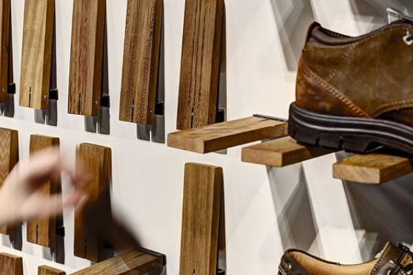 retail-shoe-gallery-displays-and-design-0641085DF7B-142E-4D25-84B7-F4A8B9AFB80C.jpg