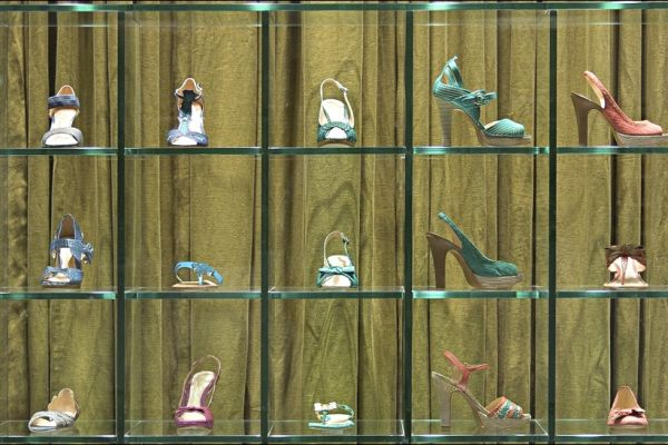 retail-shoe-store-gallery-008F0B9951A-E890-C7DF-6894-F217F3964629.jpg