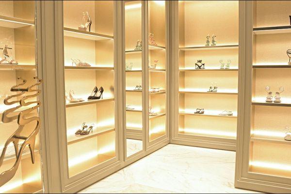 retail-shoe-store-gallery-0120736DAC9-20FD-D4DE-675B-3D51BF856655.jpg