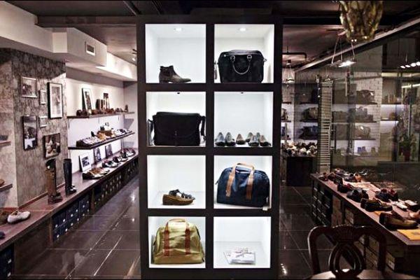 retail-shoe-store-gallery-0146CC99137-D6BD-27DE-08DE-56E40BAFB26C.jpg