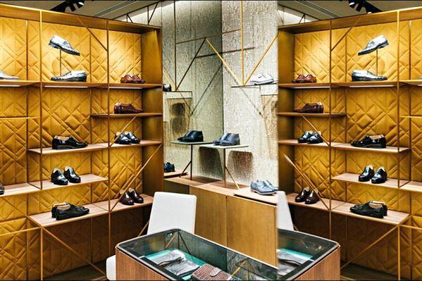 retail-shoe-store-gallery-0177C37F296-5C03-57D0-C8BF-7ED88AAFFF10.jpg
