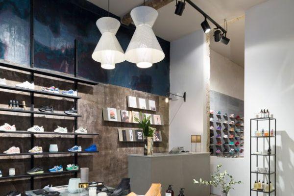 shoe-display-display-table70B1CF6E-D302-F69D-E9E3-BC2B7AF9401D.jpg