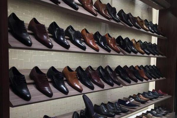shoe-display-retail-shoe-display36B686583-265C-D4A2-DBE7-43B4E519B75E.jpg