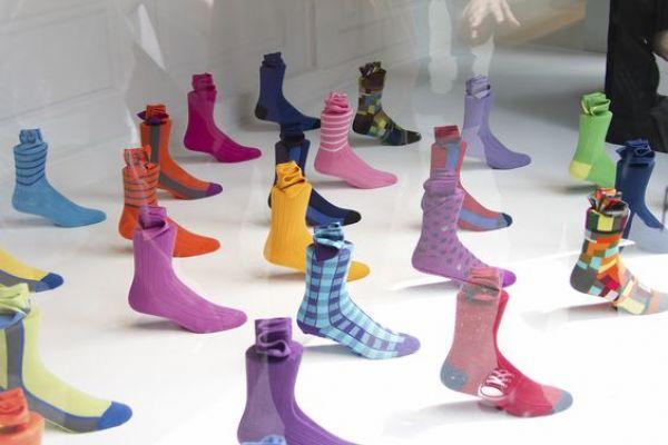 sock-display-2537FA48F-92D1-79D2-43EF-F67E42515A86.jpg