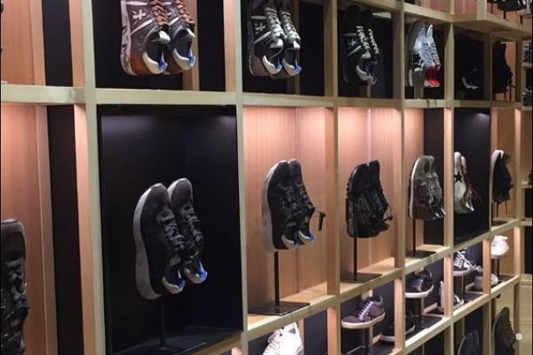 tennis-shoe-displayE3250C55-AAC7-FC65-8469-F30EEA53F153.jpg