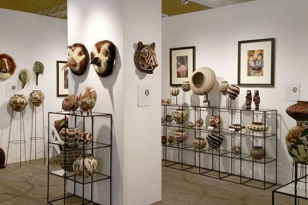 abstracta-retail-fixtures-gallery-003047B89DC-553F-3DE5-8C49-B65E31FAD597.jpg