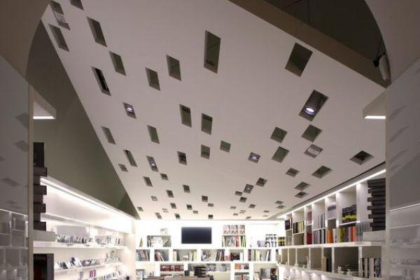 book-stores9F21B7B8-918F-7445-92C2-B44C13166AC5.jpg