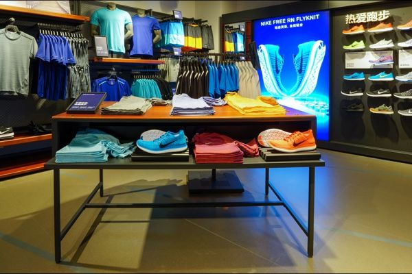 retail-table-gallery-04B2ED5269-5447-5D6C-1004-30C31F77B0F7.jpg