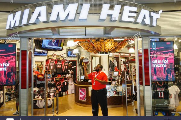 miami-heat-airport-storeE2C61B63-038F-E85E-58A9-8C3059851D82.jpg