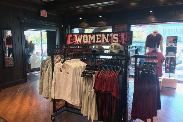 oklahoma-womens-clothing-displayDA32B1D7-DC1D-FE08-C25A-75495FD691FD.jpg