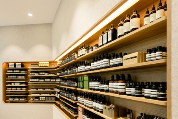 retail-shelves-143649CB40E-497F-21C9-2BE4-B8202821A611.jpg