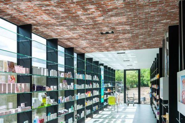 retail-shelves-3AC670A54-F107-393A-628F-155E24549D4B.jpg