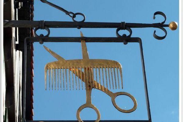 hair-salon-sign-3EC172BC7-A2AF-8D98-0E56-1A614440C8F0.jpg