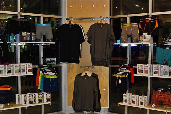 retail-puck-wall-gallery-img-207E8883A-D9FB-2869-2D35-5A0A1450DC0F.jpg