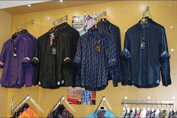 retail-puck-wall-gallery-img-4AE9BEF92-AE35-3B34-11E3-6920B08402D6.jpg