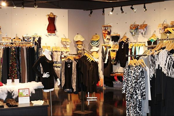 retail-puck-wall-gallery-img-53CE0D64E-A657-C5E4-2A91-D2AA9FF3C921.jpg