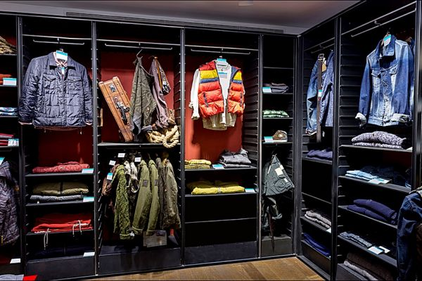 retail-armoire-gallery-011141C9F3-F3CD-232C-CAF0-449104ADAC30.jpg