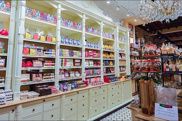 retail-armoire-gallery-0394C9E0F4-9863-7773-F21E-96432A6EAC37.jpg