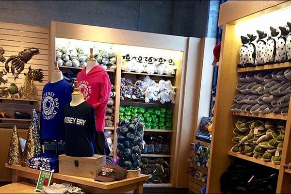 retail-armoire-gallery-04C90B2F69-CFE6-D734-175D-E42E961F3CD6.jpg