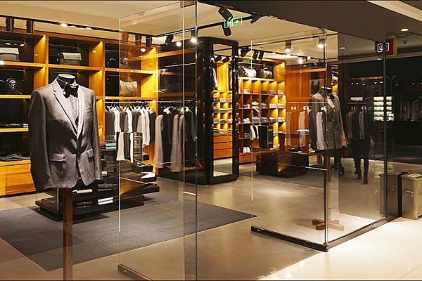 retail-armoire-gallery-06758BB4AE-E109-78A9-6A0F-AD1003501D05.jpg