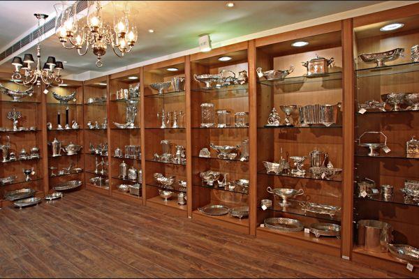 retail-armoire-gallery-090E157844-C047-74A0-E2D7-7FF1D56F2C21.jpg