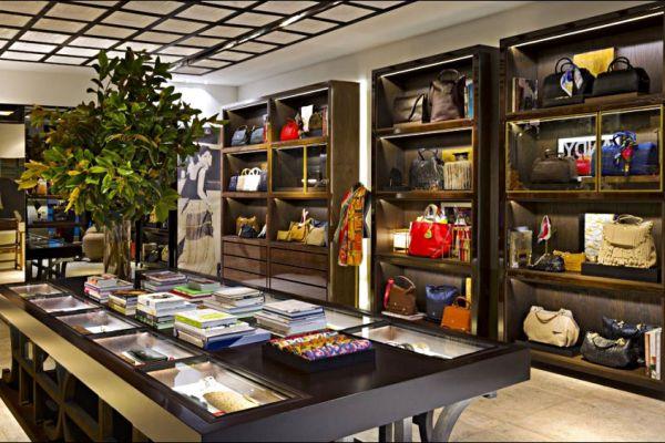 retail-armoire-gallery-117A92E2E3-172C-1EE3-4925-4CDA084E7168.jpg